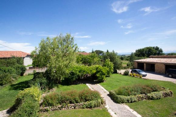 French Country Cottage in Esparron and Haute-Garonne. Self catering accommodation France.